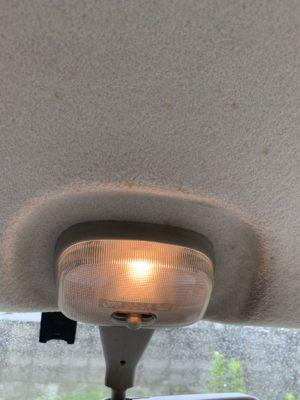 車 メンテナンス ライト 室内灯 消し方