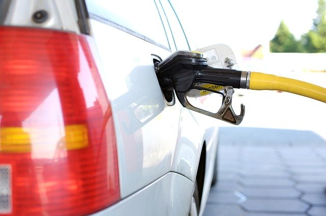 ガソリンスタンド ハイオク レギュラー 給油
